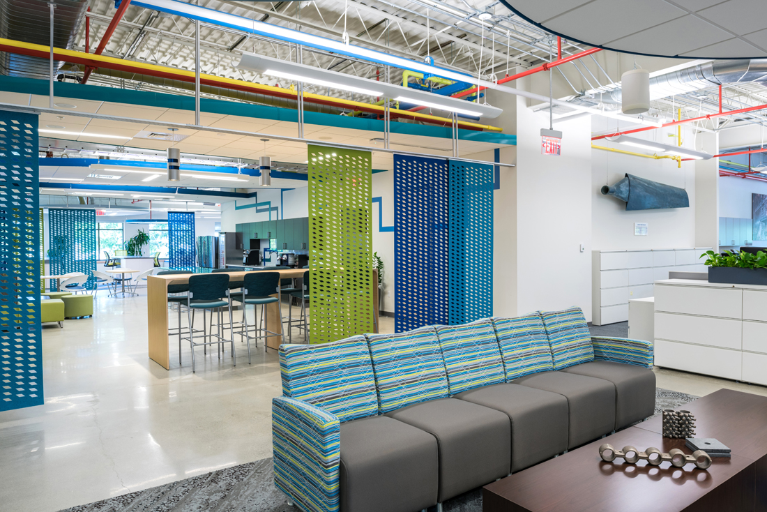 •	Open meeting space and employee break area at Wheelabrator Technologies' new corporate headquarters, Portsmouth, N.H. (JS Photography)